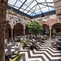 """Architectural Digest México (@admexico) sur Instagram: """"Disfruta de una fusión de estilos en este restaurante en #Culiacán. Ubicado en una casa del siglo…"""""""