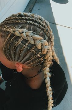 sports style,sports wear,sports oufits,sports clothes,sports fashion The Effective Pict Athletic Hairstyles, Braided Hairstyles, Softball Hairstyles, Cute Sporty Hairstyles, Teenage Hairstyles, Game Day Hair, Curly Hair Styles, Natural Hair Styles, Sport Hair