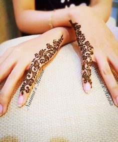 Check collection of 41 Mehndi Designs For Eid to Try This Year. Eid ul fitar 2020 includes mehndi designing, girls decorate their hands with mehndi designs. Finger Henna Designs, Eid Mehndi Designs, Mehndi Designs For Beginners, Mehndi Design Photos, Henna Designs Easy, Mehndi Designs For Fingers, Beautiful Mehndi Design, Latest Mehndi Designs, Easy Henna