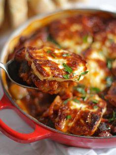 Veggie Dishes, Vegetable Recipes, Halloumi Cheese Recipes, Haloumi Cheese, Tomato Vegetable, Vegetable Bake, Delicious Dinner Recipes, Yummy Food, Zucchini Aubergine