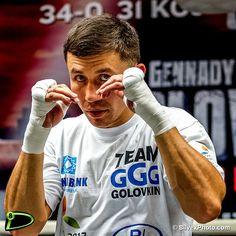 El campeón mundial de peso mediano Gennady GGG Golovkin (34-0 31 KOs) organizó un entrenamiento ante medios de comunicación en el Wild Card West ubicado en Santa Monica CaliforniaUSA. Golovkin se prepara para defender su título contra el invicto retador Dominic Wade (18-0 12 KOs) el sábado 23 de abril en el Foro fabuloso en Los Ángeles California USA televisado en vivo por HBO. #8D #8deportivo #HBO #GGG #BOXING #GolovkinWade #gggboxing #nike #tn8 #pound4pound #K2PROMOTIONS by silvexphoto