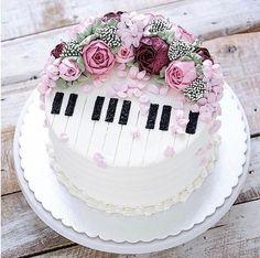 piano cake for girls music themed cakes designs Music Themed Cakes, Music Cakes, Theme Cakes, Unique Cakes, Creative Cakes, Bolo Musical, Piano Cakes, Birthday Cake Decorating, Cake Birthday