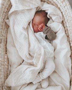 Newborn Baby Photos, Newborn Pictures, Cute Babies, Baby Kids, Baby Boy, Monthly Photos, Lifestyle Newborn, Children And Family, Baby Fever