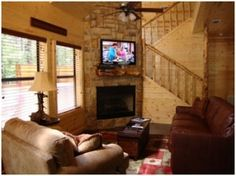 The Honey Bear Cabin offers a flat screen TV, DVD player and Wi-Fi for your convenience. The property is part of Beavers Bend Adventures located in Broken Bow.