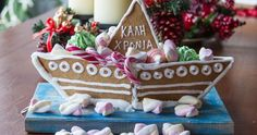 Gingerbread Christmas boat by Greek chef Akis Petretzikis. Make this taty traditional Greek Christmas boat that will look great next to your Gingerbread House! Raw Food Recipes, Cookie Recipes, Greek Christmas, Xmas, My Favorite Food, Favorite Recipes, Nutrition Chart, Processed Sugar, Good Fats