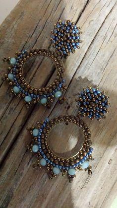 pendientes mostacilla,pendientes  argollas, pendientes elegantes, pendientes azules, pendientes dorados, pendientes bohemios, pendientes de IrisTienda en Etsy