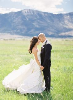 gorgeous picture with a gorgeous background...(sigh) if only there were mountains in florida...