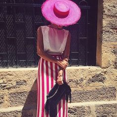 A touch of pink!   Nos encanta el look de @bearuma con canotier de sisal #Cherubina. Estilazo!