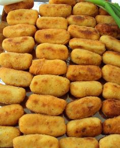 Nebaví vás stále k hlavnímu jídlu připravovat brambory nebo rýži? Vyzkoušejte si připravit chutné bramborové krokety se šunkou a cibulí.