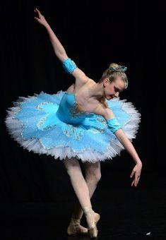Tutus by Dani Australia Sarah S Courier Classical Solo Ballarat 2012 Ballerina Costume, Ballet Tutu, Ballet Dancers, Ballet Skirt, Tutu Costumes, Ballet Costumes, Tutu Pattern, How To Make Tutu, Rainbow Tutu