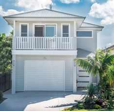 Exterior paint colors for house weatherboard porches 66 ideas House Cladding, Facade House, Exterior Paint Colors For House, Paint Colors For Home, Beach Cottage Decor, Coastal Cottage, Coastal Homes, Weatherboard House, Queenslander House