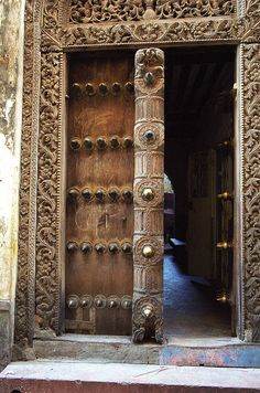 The most shocking and spectacular impression of Stone Town for the first time attracting tourists is that the magnificent wooden door becomes the entrance to the magnificent building. The Doors, Types Of Doors, Entrance Doors, Doorway, Art Nouveau, Art Deco, Portal, Wooden Door Hangers, Wooden Doors