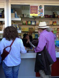 Don Miguel Ruiz, autor de 'LOS CUATRO ACUERDOS', firmando libros en la Feria del Libro de Madrid 2013. http://www.mundourano.com/index.php?id=885
