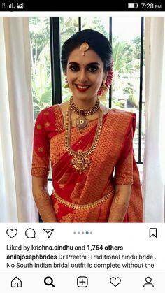 #bridaljewellerymodern Kerala Wedding Saree, Bridal Sarees South Indian, Indian Wedding Gowns, Kerala Bride, Bridal Silk Saree, Indian Bridal Outfits, Hindu Bride, Indian Bridal Fashion, South Indian Bride