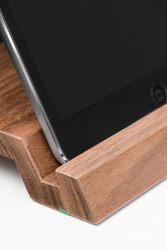 WoodUp Cooki is the elegant partner of the little one in the iPad - family. It doesnt matter if you want to place it neatly on your desk or work with it for hours, this stylish holder provides your iPad Mini with a stylish home. It is made of massive walnut wood, therefore every Cooki is unique in its color and texture. Please note that color and texture can vary. Suitable for: iPad mini 1 - 3 Material: walnut wood iPad and decoration are not includes in this offer.