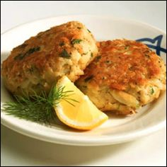 Easy, delicious and healthy Louisiana Crab Cakes recipe from SparkRecipes. See our top-rated recipes for Louisiana Crab Cakes. Hcg Diet Recipes, Skinny Recipes, Cooking Recipes, Healthy Recipes, Healthy Foods, Healthy Tuna, Dessert Healthy, Healthy Protein, Healthy Options