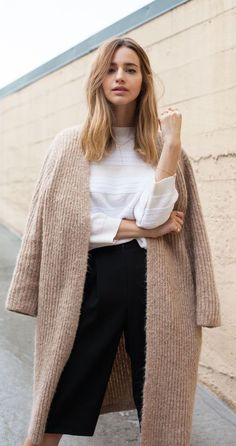 oversized, comfy | nude tan camel | long open sweater | = white top, dark pants | classic fall fashion | street style