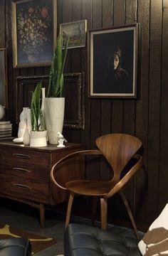 Cherner chair and mid-century pottery Home Interior, Interior Architecture, Interior Decorating, Decorating Games, Modern Furniture, Furniture Design, Masculine Interior, Home Goods Decor, Dark Interiors