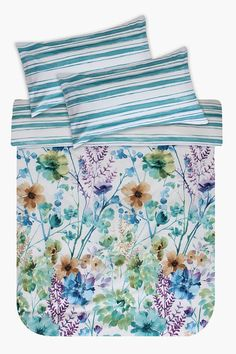 This floral styled printed duvet cover will add interest to your bedroom.