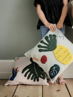 Leaf cushion design by Ferm Living - Dekoration Ideen 2019 Patio Furniture Redo, Kids Bedroom Furniture, Luxury Furniture, Street Furniture, Furniture Design, Burke Decor, Textiles, Punch Needle, Punch Art