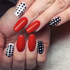 #nails #nail #műköröm #mukorom #műkörmös #géllakk #gellakk #gellac #nailart #naildesign #pinup #pinupnails #rednails #red #dot #dotnails