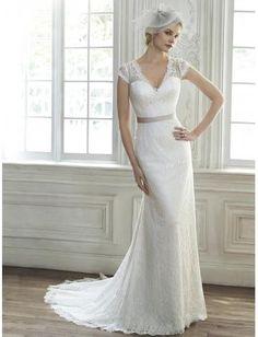 Robe de mariée en dentelle traîne courte ceinture en étoffe col en V