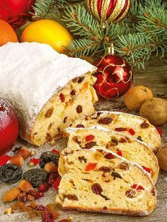 Christmas cake Il Christmas cake è un dolce tipicamen. Xmas Food, Christmas Sweets, Christmas Cooking, Christmas Time, Christmas Recipes, Ricotta, Bread Dough Recipe, Torte Cake, Plum Cake