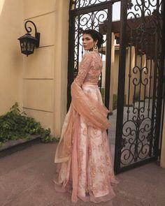 46 Ideas For Wedding Indian Dress Anarkali Pakistani Bridal Wear, Pakistani Wedding Dresses, Pakistani Outfits, Indian Dresses, Indian Outfits, Bridal Dresses, Dress Wedding, Asian Bridesmaid Dresses, Prom Dress