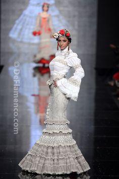 Fotografías Moda Flamenca - Simof 2014 - Atelier Rima 'Lluvia de Flores' Simof 2014 - Foto 12 Couture Fashion, Runway Fashion, Fashion Show, Fashion Design, Flamenco Skirt, Flamenco Dresses, Spanish Dress, Spanish Fashion, Classy Women