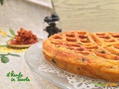 Waffle salati al pesto di pomodori e olive nere  #ricette #food #recipes