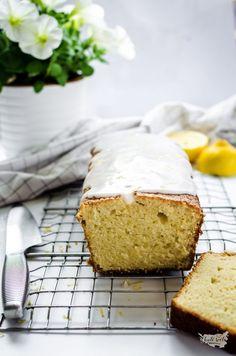 citrónový chlebíček z kysané smetany Strudel, Sponge Cake, Dessert Recipes, Desserts, Cornbread, Vanilla Cake, Banana Bread, Ethnic Recipes, Food