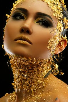 Amazing gold make-up Gold Makeup, Makeup Art, Makeup Ideas, Color Plata, Shades Of Gold, Touch Of Gold, Jolie Photo, Makeup Designs, Fantasy Makeup