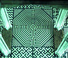 """The labyrinth of the Amiens Cathedral. Note the female """"swastikas"""" nearby - no, not Nazi propaganda; an ancient Indian symbol since Vedic times."""