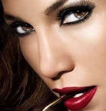 Resultado de imagen de maquillaje verde ojos de mujer