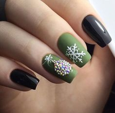 Elegant Green Nails For Christmas This Year : If you are looking for some Christmas green nail art ideas. We have Collected elegant Christmas nail art ideas for you. Cute Christmas Nails, Christmas Nail Art Designs, Xmas Nails, Holiday Nails, Elegant Christmas, Green Christmas, Holiday Makeup, Simple Christmas, Green Nail Art