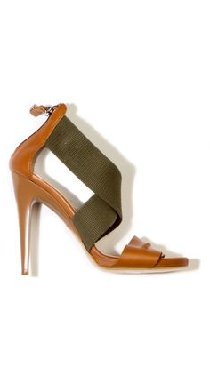 Pretty tan + brown heel sandal.