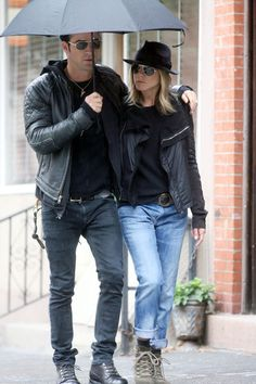 Jennifer Aniston Fedora - Jen was out and about NYC with beau, Justin Theroux, in a cool black jacket paired with a black fedora.
