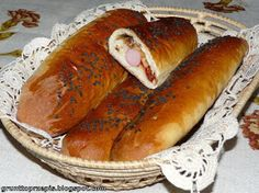 Czosnkowe bułki z parówką i ketchupem Hot Dog Buns, Hot Dogs, Ketchup, Sausage, Food And Drink, Bread, Ethnic Recipes, Sausages, Brot