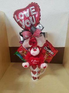Pin by Lauri Kaylor-Craig on Valentine Bouquets Valentines Day Baskets, Valentines Day Decorations, Valentine Day Crafts, Valentine Bouquet, Valentines Flowers, Diy Valentine's Day Cards For Him, Pinterest Valentines, Christmas Candy Gifts, Valentines Balloons