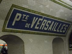 When Two Tiles go to War (Bechmann's Nord-Sud stations, Paris, France)