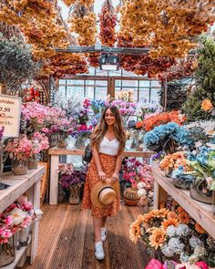 Hope you guys aren't sick of flowers yet 😜 I remember taking almost the exact same photo in 2015 on my second trip to Amsterdam. Look Boho, Travel Style, Travel Fashion, Flower Aesthetic, Photo Instagram, Belle Photo, Aesthetic Pictures, Planting Flowers, Beautiful Flowers
