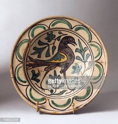 Foto stock : Bowl with figure of bird, ceramic from green family, Ferrara manufacture, Italy, 15th century
