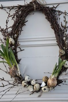 Spring Wreath - simple grapevine wreath, decorated with pussy willow, speckled eggs & bulbs. How pretty! Spring Wreath - simple grapevine wreath, decorated with pussy willow, speckled eggs & bulbs. How pretty! Speckled Eggs, Deco Floral, Egg Decorating, Easter Wreaths, Spring Crafts, Easter Crafts, Grapevine Wreath, Willow Wreath, Advent Wreath