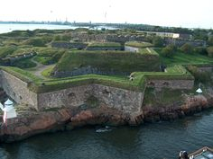 Fortress of Suomenlinna in Helsinki in one of UNESCO World Heritage Sites Popular Holiday Destinations, Amazing Destinations, Top Cruise Lines, Green Dome, Houses Of Parliament, Countries Of The World, Great Places, Finland