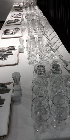 Tarvikkeet valmiina tarjoilijoiden SM-kisoja varten
