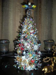 Jewelry encrusted christmas tree. Christmas Topiary, Christmas Glitter, Christmas Tree Crafts, Xmas Tree, Vintage Christmas, Christmas Ideas, Christmas Decorations, Christmas Ornaments, Jewelry Tree