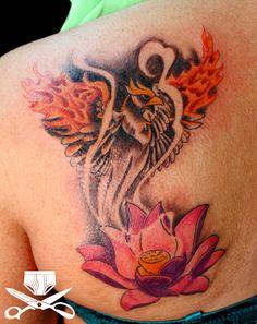 tatouage-phoenix-femme-omoplate-fleur-lotus