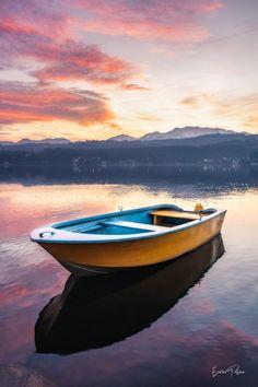 Barchetta al tramonto 🚣♂️ 🌅 Avigliana - Lago Grande ---------- 📸 Enrico Pollone Photo #myvalsusa #fotodelgiorno 1822 - 26 dicembre 2020 Grande