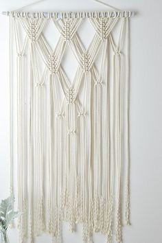 Wall Hanging Craft Ideas Yarns Ideas For 2019 Macrame Design, Macrame Art, Macrame Projects, Macrame Knots, Yarn Projects, Do It Yourself Decoration, Macrame Curtain, Micro Macramé, Macrame Patterns