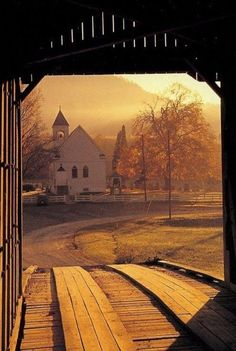 Country church seen from covered bridge Old Country Churches, Old Churches, Country Life, Country Roads, Country Living, Les Religions, Church Building, Chapelle, Place Of Worship